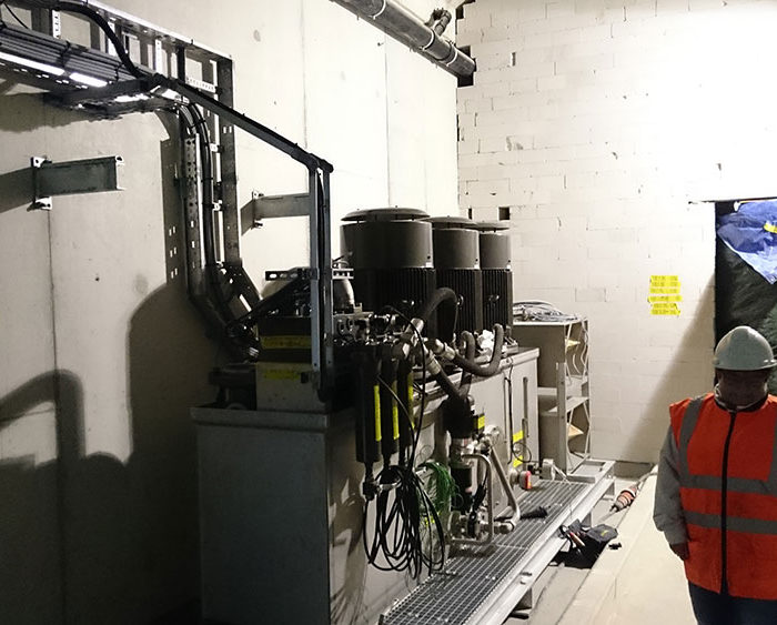 Hydraulic power unit installed on the Botlek bridge