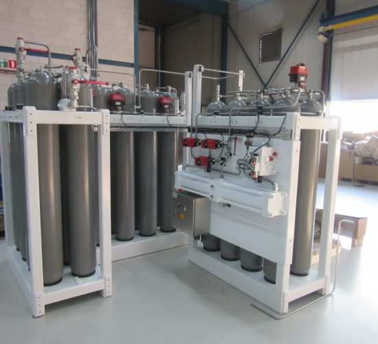 Gas station for hydraulic system of water injection dredger