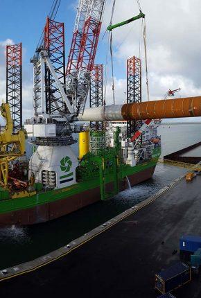 Upending tool onboard Jackup Vessel