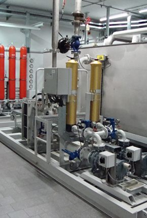 Complete hydraulic system with accumulator station