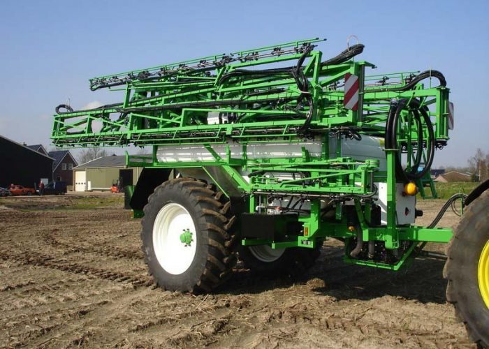 Sprayer equipped with a hydraulic system